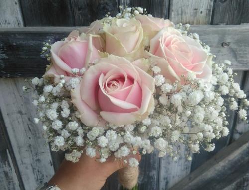 Bouquet de mariée en gypsophile et roses